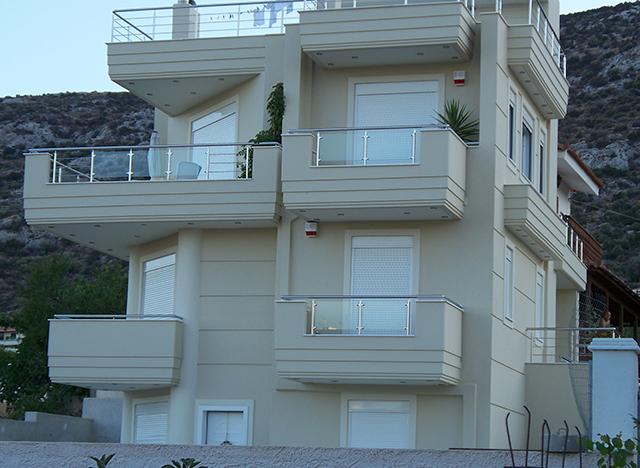 Τριώροφη-κατοικία-στο-Πόρτο-Ράφτη-300-Τ.Μ